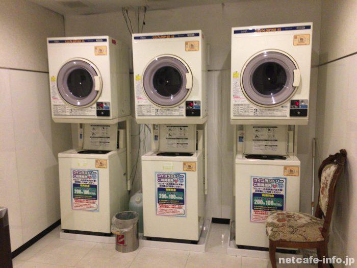 コインランドリー(洗濯機1回200円、乾燥機15分100円)