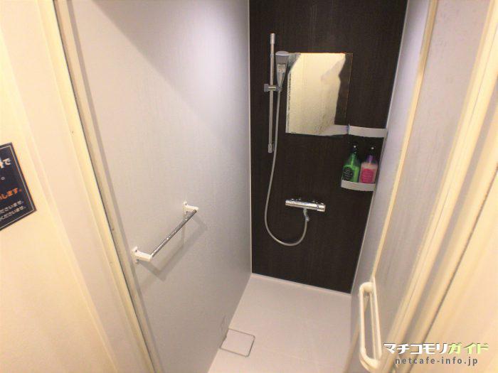 シャワールームの中①