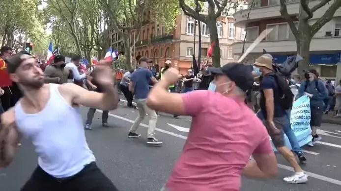 Violents affrontements lors de la manifestation contre le pass sanitaire à Toulouse (Vidéo)
