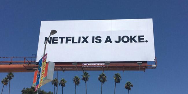 """""""¡Netflix es un chiste!"""", extraños carteles aparecieron en las calles americanas"""