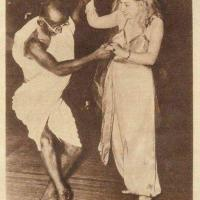 "Mahatma Gandhi en mode ""Allez on dance""..."