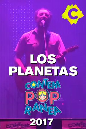 """Los Planetas - Festival Contempopranea. El cante de Los Planetas """"J"""" con guitarra sobre escenario del festival Contempopranea"""