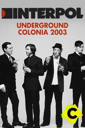 Interpol - Underground Club. Interpol de trajes negro y de pie
