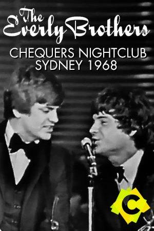The Everly Brothers - Chequers Nightclub. The Everly Brothers con traje y corbata cantando a un microfono