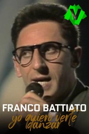 Franco Battiato de joven con microfono y sus inconfundibles gafas de pasta negra