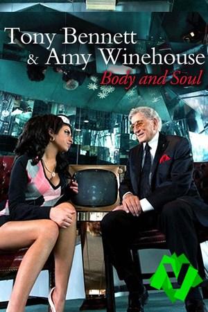 Los cantantes Tony Bennet y Amy Winehouse sentados uno frente al otro y con un fondo de espejos