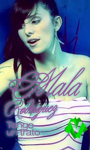 La rapera La Mala Rodríguez con top a rayas