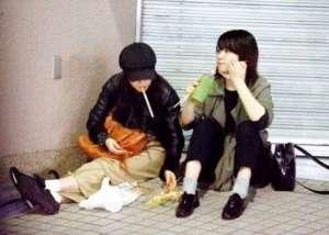 前田敦子 座り食い2