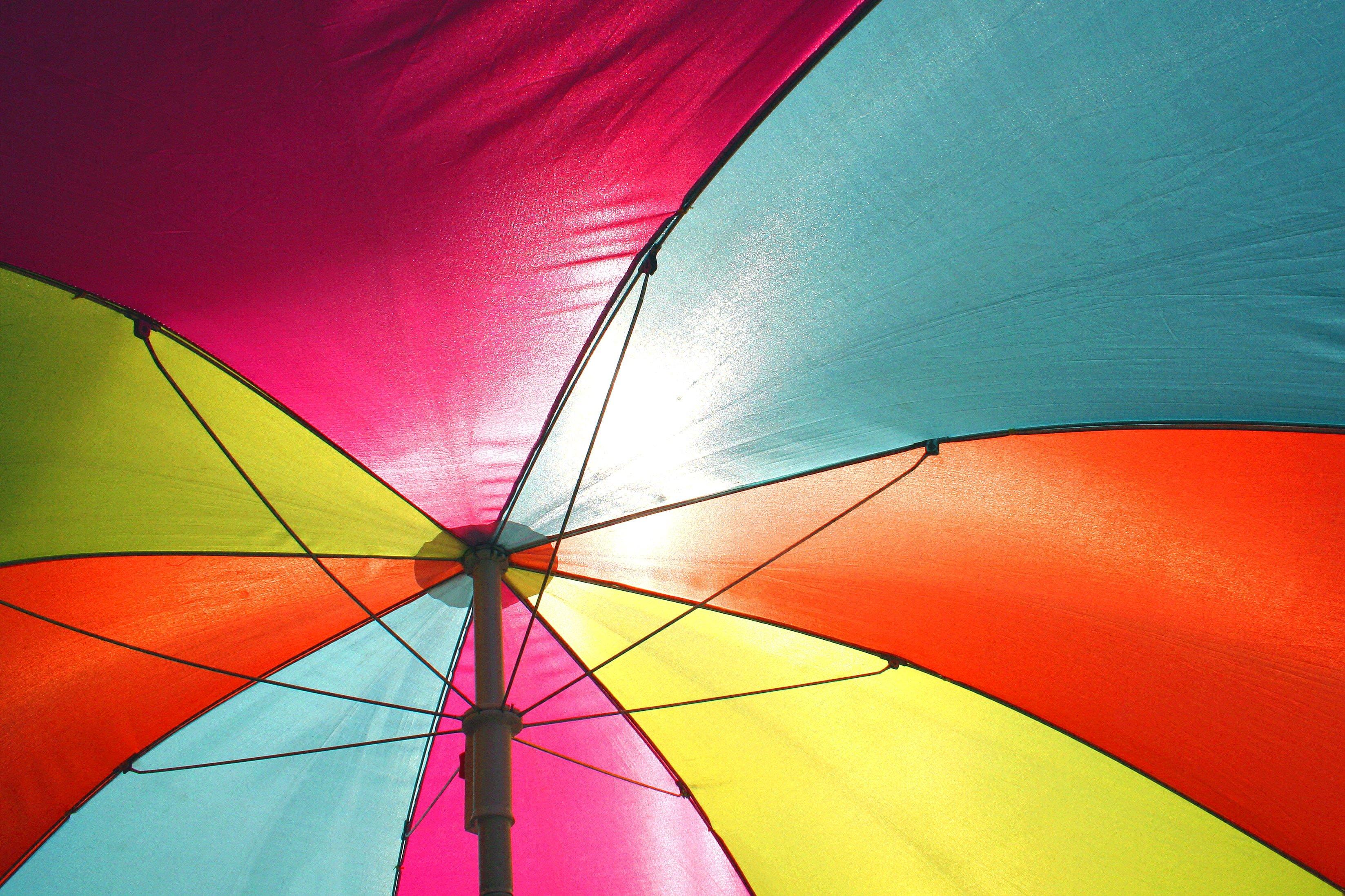 Fargerik paraply (illustrasjon)