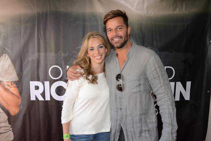 Victoria Tellechea, de la ciudad de Minas, fue premiada por Scotiabank y pudo conocer a Ricky Martin