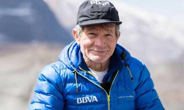 El alpinista Carlos Soria corona el Annapurna a sus 77 años