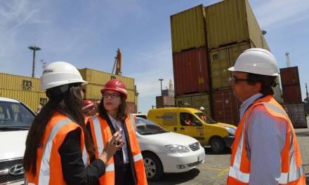 Embajadora de Estados Unidos visitó Montecon y conoció la operativa portuaria