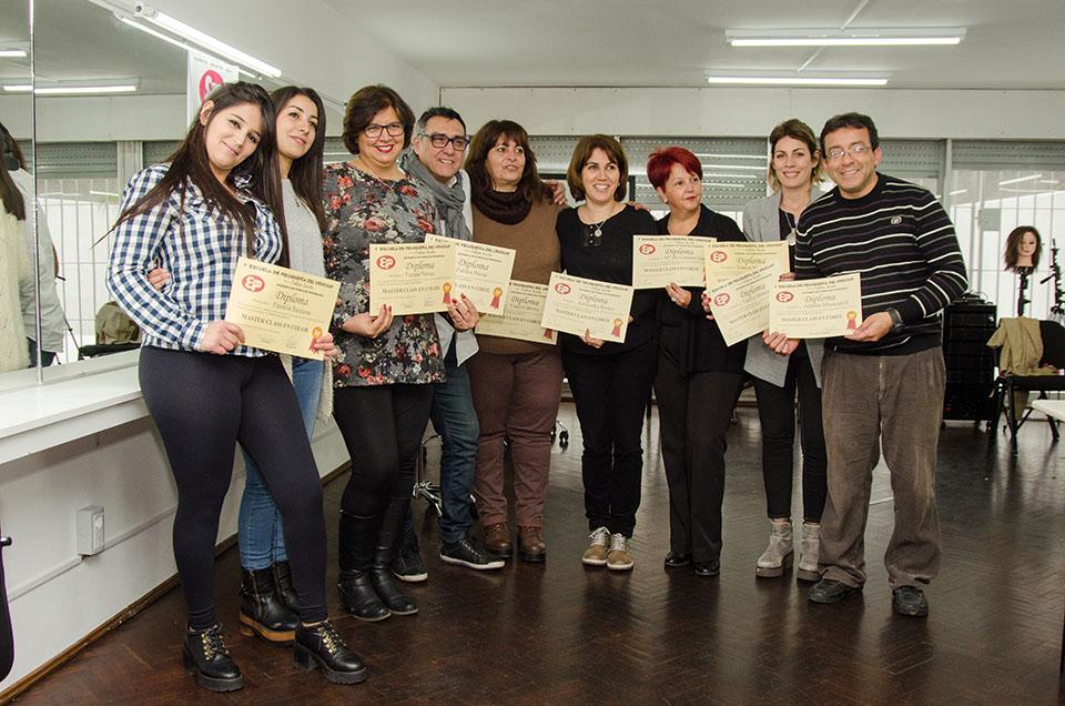 Entrega de diplomas en la Escuela de Peluquería del Uruguay