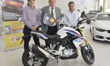 Motor Haus y Lubricantes Shell entregaron una moto BMW G310R