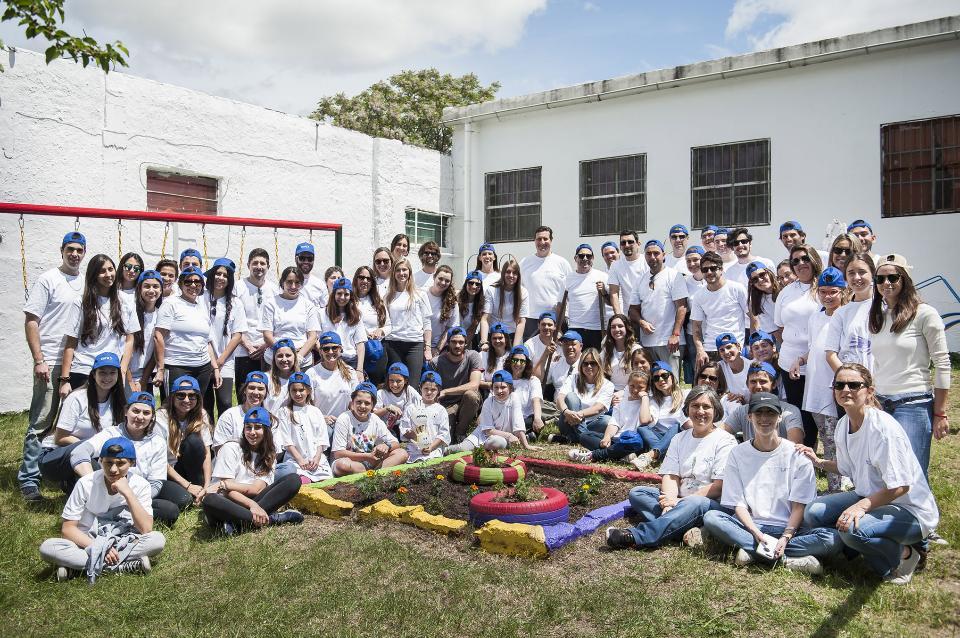 Voluntarios de SURA reformaron áreas lúdicas y armaron huertas en una institución de El Dorado