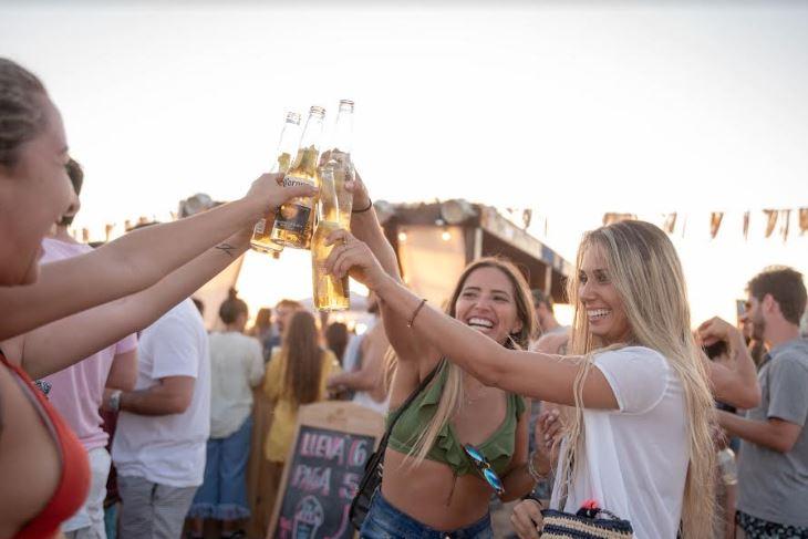 Más de 2000 personas disfrutaron de un evento que llenó de buena energía la Playa Bikini de Punta del Este