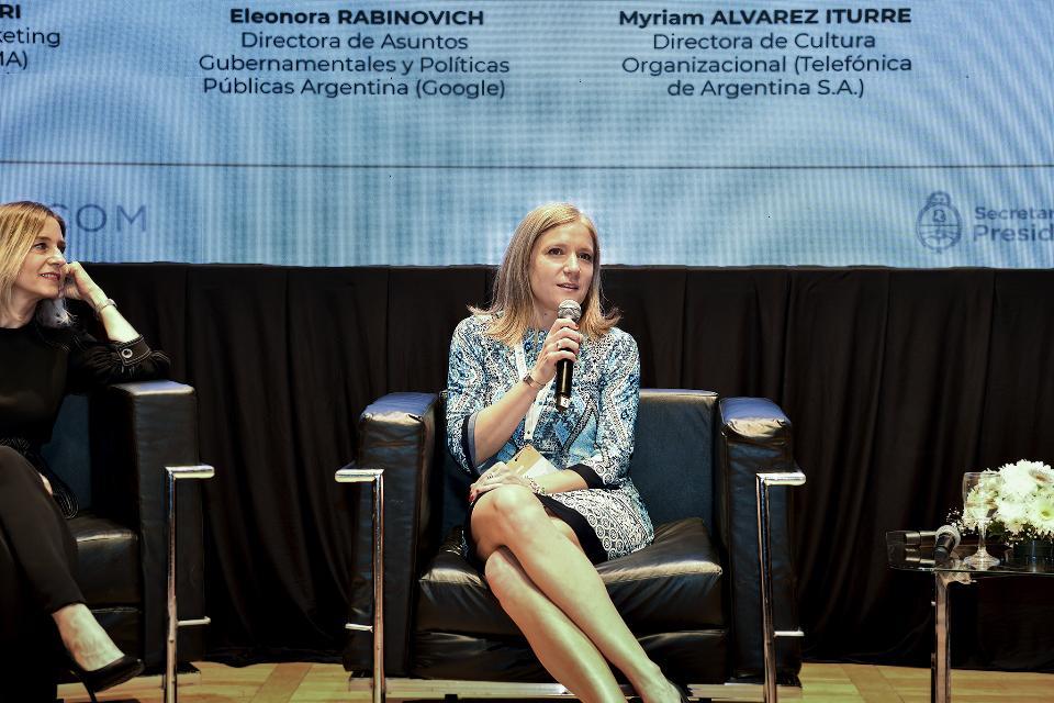 Claro participó en seminario internacional sobre el rol de las mujeres en los medios y en las TIC