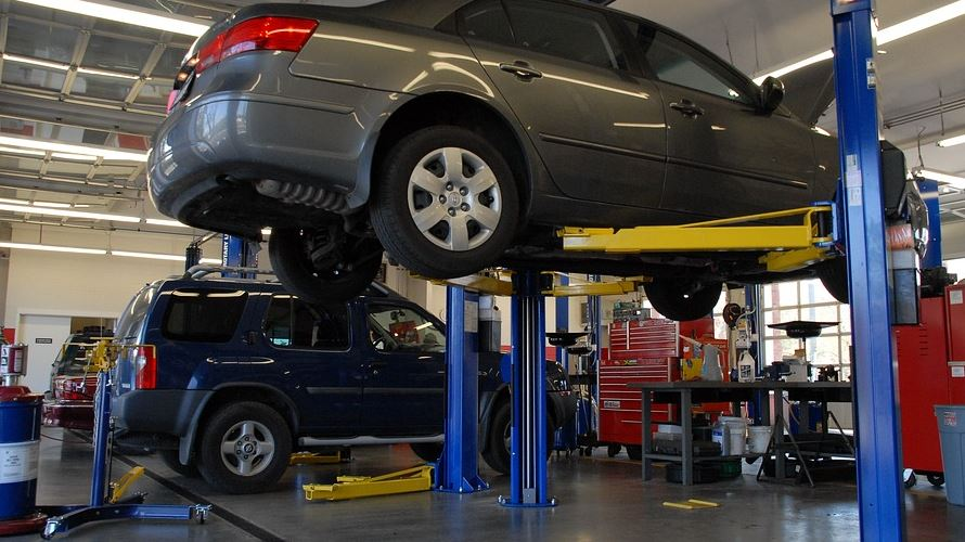 Call A Chandler, AZ Auto Repair Instead Of Ignoring These Common Problems