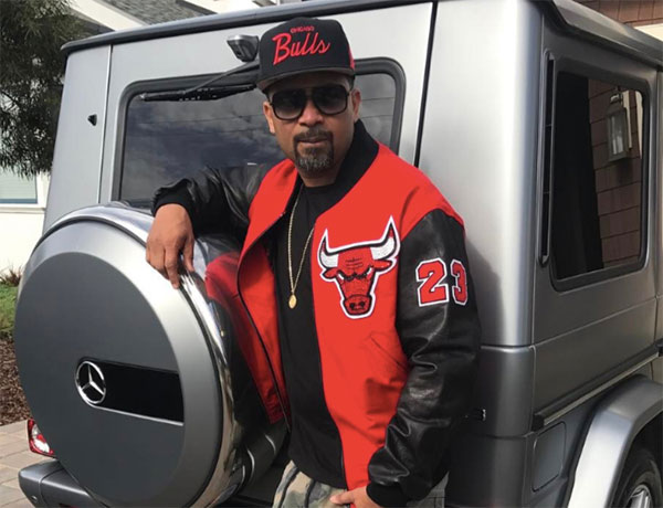 Mike Epps posing with his car