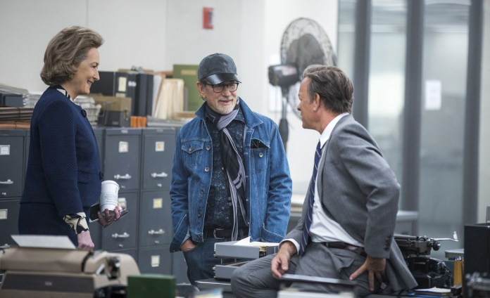 Dier Verlegerin - Stepehen Spielberg, Tom Hanks und Meryl Streep am Set. Photo Credit: Niko Tavernise.