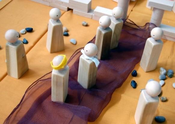 Aufstellungsarbeit mit Figuren zu biblischen Geschichten