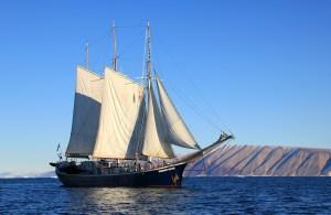 Segelschiff vor Grönland