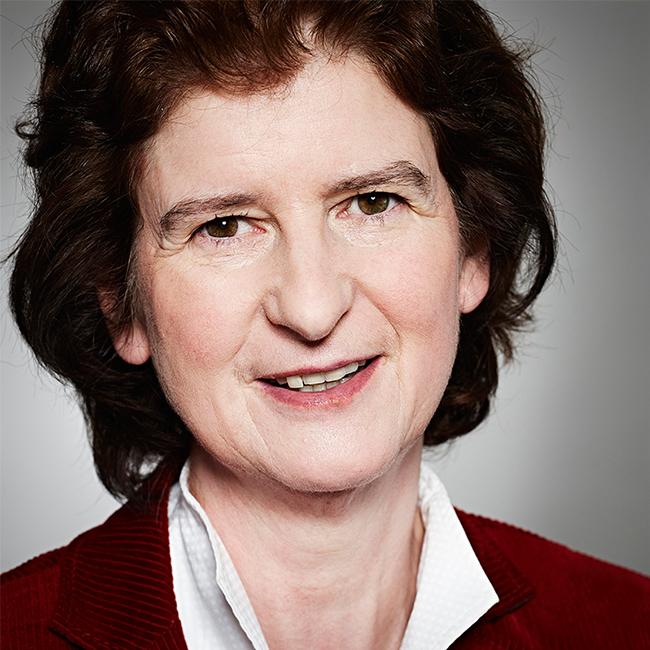 Dr. Eva-Maria Stange