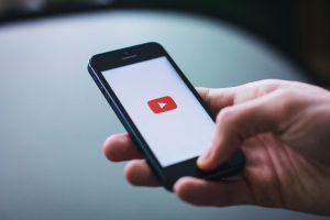 YouTube will Hasskommentare durch die Community bekämpfen und schafft damit einen virtuellen Überwachungsstaat.