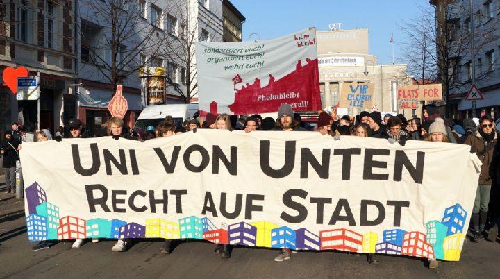 Demonstration in Berlin für soziales Wohnen und für die selbstbestimmte Gestaltung der Stadt.
