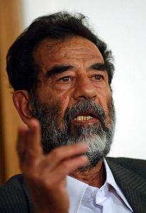Saddam Hussein im Juli 2004 bei seiner Stellungnahme vor dem Sondertribunal.