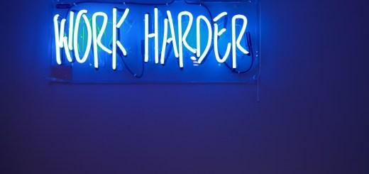 Work Harder. (Foto: Jordan Whitfield, Unsplash.com)