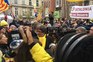 Der katalanische Präsident Carles Puigdemont bei der Demo in Brüssel. (Foto: Krystyna Schreiber)