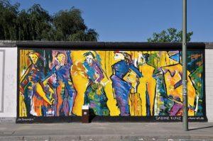 Die Tanzenden, East Side Gallery 2010, Mauerbild. (Foto Sabine Kunz)
