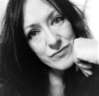 Susannah Winter ist Sängerin und Publizistin aus Deutschland.