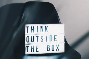 Think outside the box. (Foto: Nikita Kachanovsky, Unsplash.com)