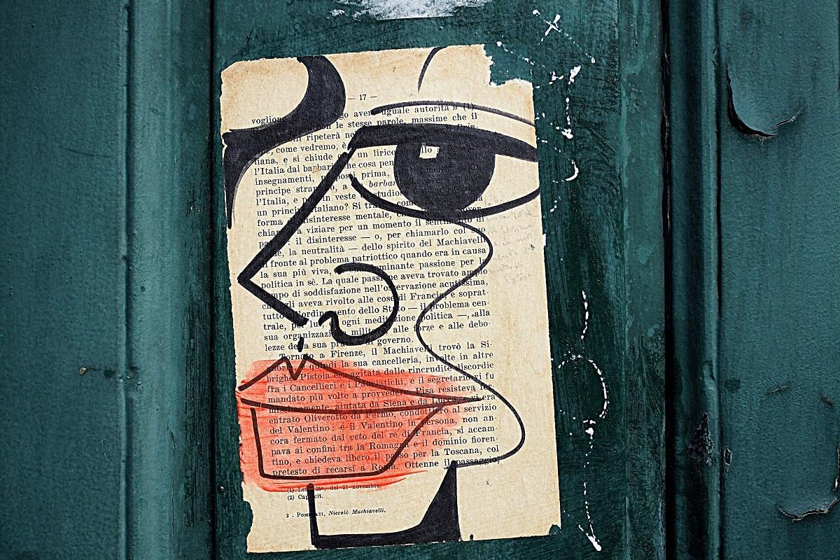 Gesicht auf Buchseite gemalt. (Foto: Ariele Bonte, Unsplash.com)
