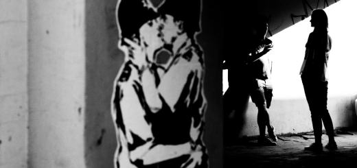 Street Art and kiss me. (Foto: Iurii Melentsov, Unsplash.com)