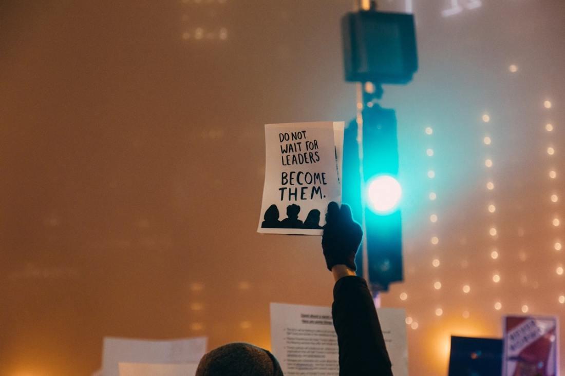 Do not wait for leaders. (Foto: Rob Walsh, Unsplash.com)