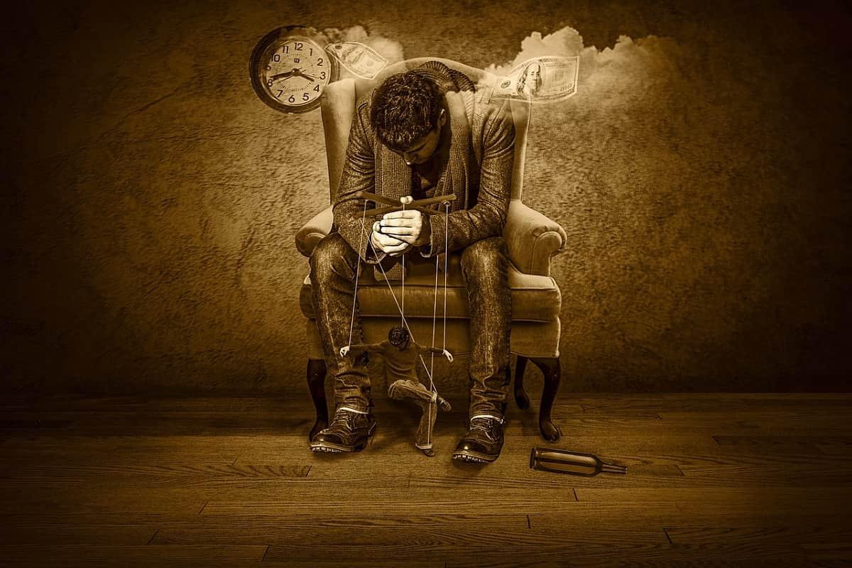 Der von Geld abhängige Mensch als Konsument und Marionette. (Illustration: Thomas Skirde, Pixabay.com, Creative Commons CC0)