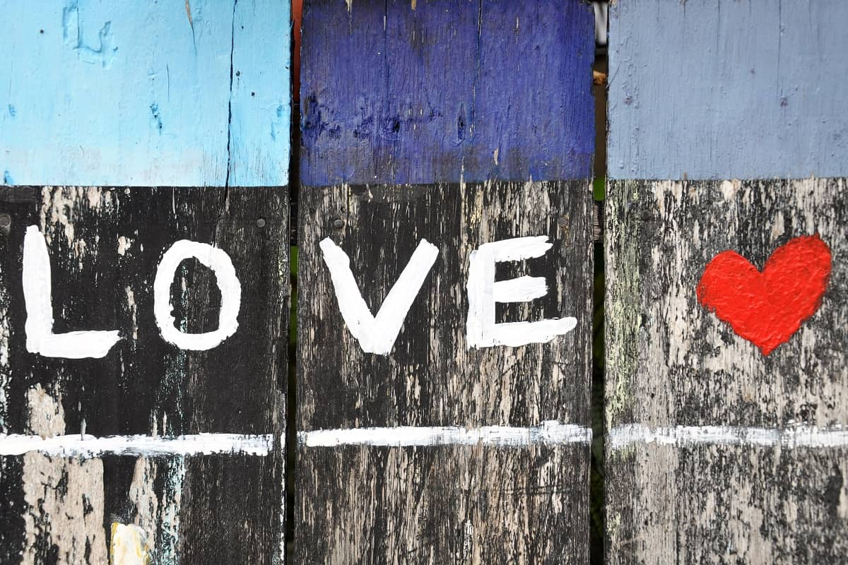 Liebe verbindet die Menschen. (Foto: Alex Block, Unsplash.com)