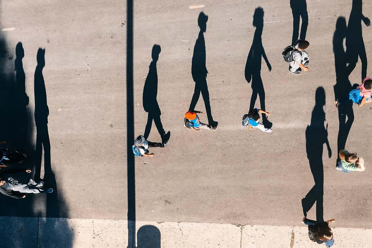 Alle Menschen sind Todeskandidaten, weil jeder sterben wird. (Foto: Tom Barrett, Unsplash.com)
