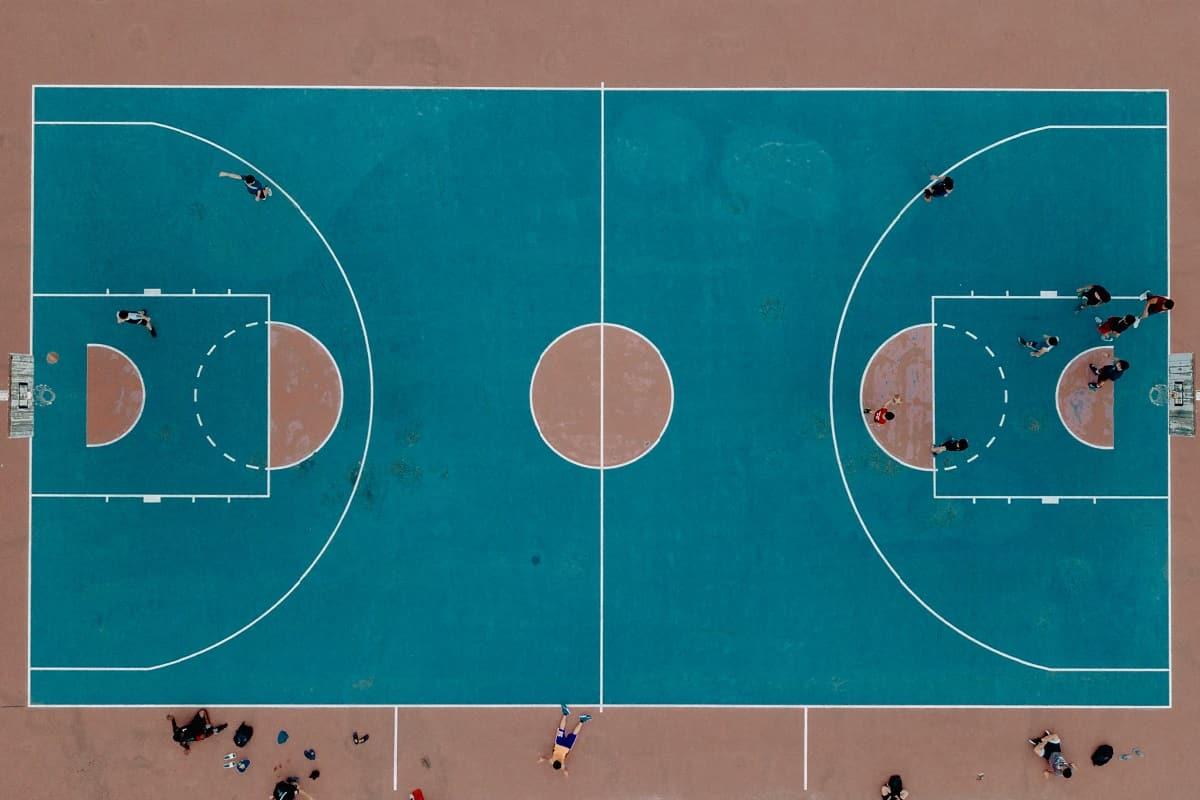 Verbünden, um sich gemeinsam der Herausforderung im großen Spiel zu stellen. (Foto: Nabil Aiman, Unsplash.com)