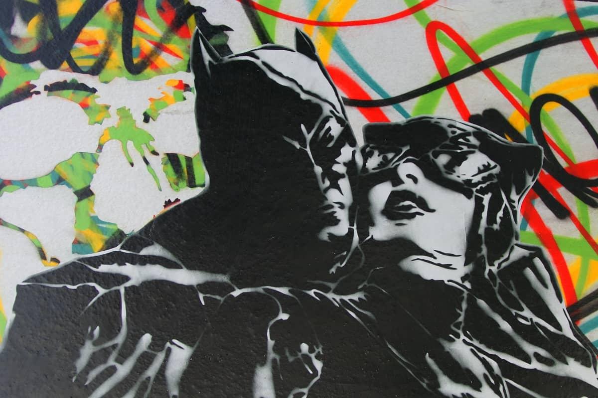 Mit Elitenfaschismus hat das Wandcomic am Place de la Republique nichts zu tun. (Foto: Pascal Bernardon, Unsplash.com)