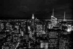 Nicht nur in der City of Stars sind Kapitalismus und Anarchismus beheimatet. (Foto: Vita Vilcina, Unsplash.com)