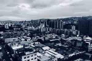 Ein Blick über die Dächer von Caracas in Venezuela. (Foto: Jonathan Mendez, Unsplash.com)