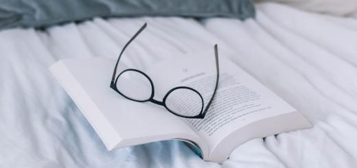 Bücher sind eine Quelle der Inspiration und des Wissens. Ausbruch aus der Stille ist eine Autobiografie. (Foto: Nicole Honeywill, Unsplash.com)