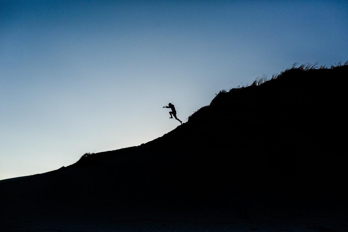 Die Leidenschaft zu Leben in einem mutigen Sprung ausgedrückt. (Foto: Danielle Macinnes, Unsplash.com)