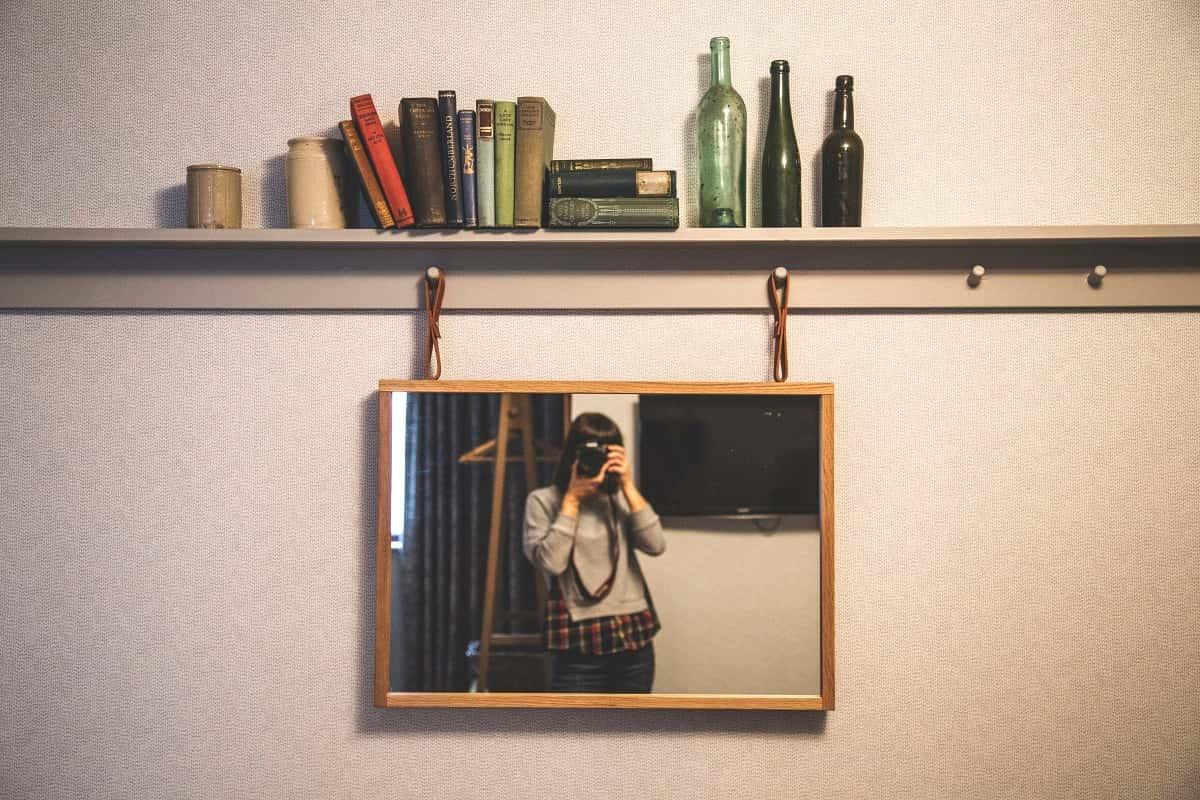 Die Suche nach Identitäten bewegt alle Menschen. (Foto: Milada Vigerova, Unsplash.com)