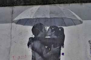 Kunst an der Berliner Mauer in Ost-Berlin. DDR und BRD waren getrennt bis 1989. (Foto: Peter Gonzalez, Unsplash.com)