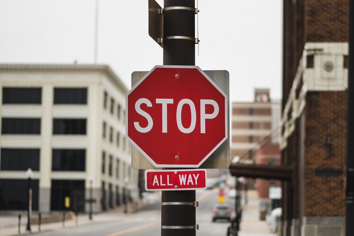 Rainer Mausfeld fordert uns auf, die Kriegspolitik der USA zu stoppen. Stop all way. (Symbolfoto: John Matychuk, Unsplash.com)